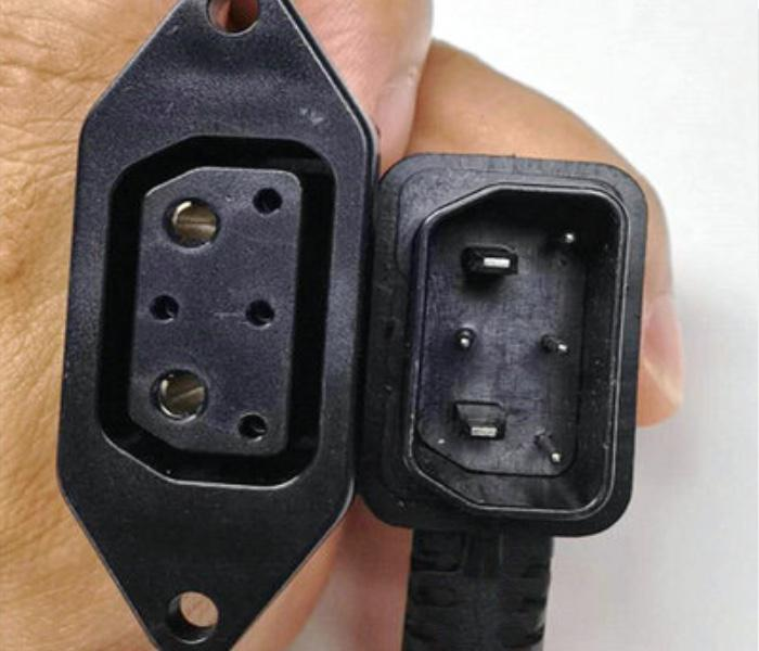 Super Soco Adaptateur prise ronde (V1) vers carré (V2)